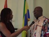 À gauche: Sosthène Ngokila, ambassadeur du Gabon au Canada