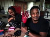 un-kenyan-de-25-ans-invente-des-gants-qui-parlent-la-langue-des-signes_L