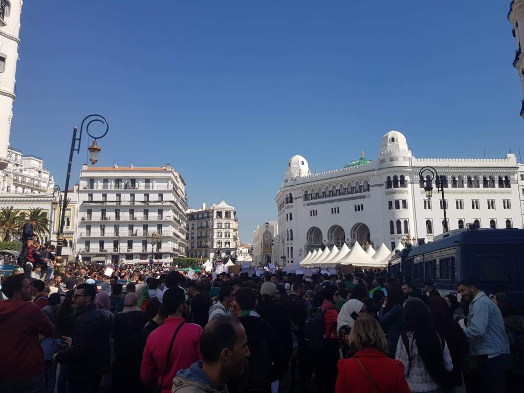 Manifestation en Algérie contre le départ de Bouteflika du pouvoir
