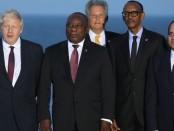 Le premier ministre britannique, Boris Johnson posant avec des chefs d'Etat africain lors du sommet G7 à Biarritz (France) Crédit photo: Ludovic Marin